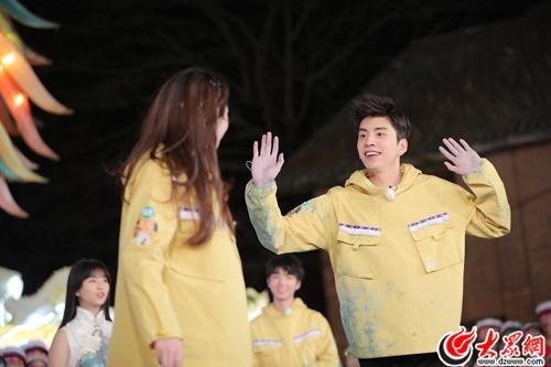 """王大陆变身""""舞蹈担当"""" 与王俊凯上演巅峰对决"""