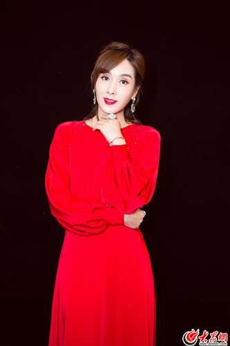 杨恭如初夏优雅大片 红裙妩媚气质高贵