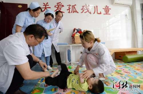 邯郸多家单位组织医护人员走进福利院 开展义诊活动