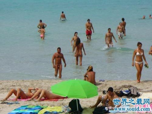 在外国稀松平常的天体浴场你敢去吗(www.souid.com)