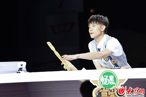《高能少年团》王俊凯变校草学长,王大陆遇记忆挑战