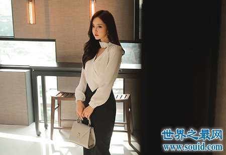 韩国性感美女孙允珠 褪去黑丝之后的长腿更加的唯美(www.souid.com)