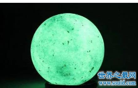 天然夜明珠就是权利和地位的象征 王者拥之(www.souid.com)