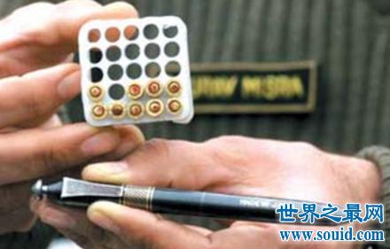 人家送你的戒指你还敢戴吗 说不定就是异形枪呢(www.souid.com)