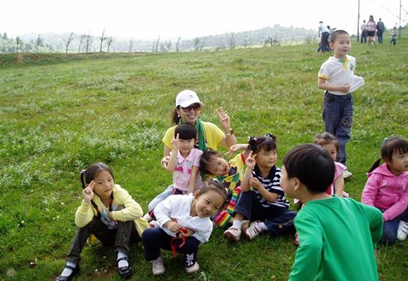 """【寻访重庆最美女教师】她是幼儿园里的""""孩子王"""" 如涓涓细流般教书育人"""