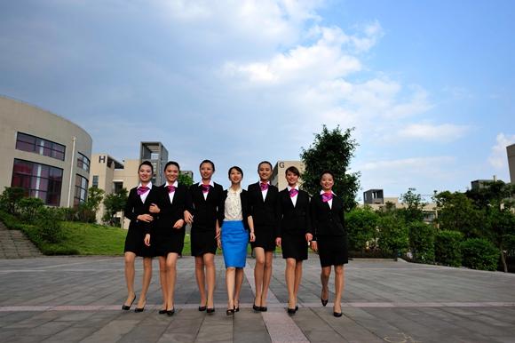 【寻访重庆最美女教师】她虽不能走遍天南地北 但她学生足迹遍布五湖四海