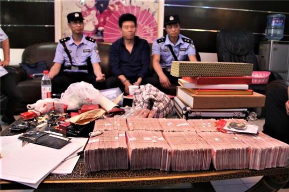 """放大招!重庆法院雷霆出击""""老赖""""隐秘住处 查获现金107万"""