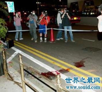 张国荣死亡现场照片 似乎只有这些来怀念哥哥了(www.souid.com)