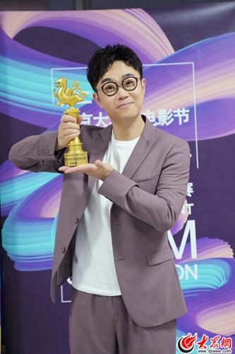 上影节亚洲新人奖揭晓 大鹏凭《缝纫机乐队》提名最佳导演