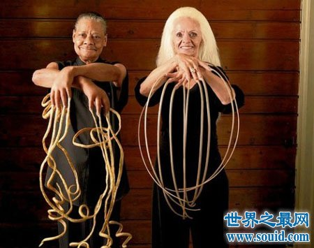 世界上最长的指甲的所有者生活难以自理(www.souid.com)