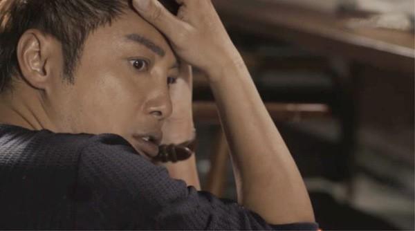 《东方华尔街》热播 谭耀文演技炸裂角色虐心中枪坐轮椅