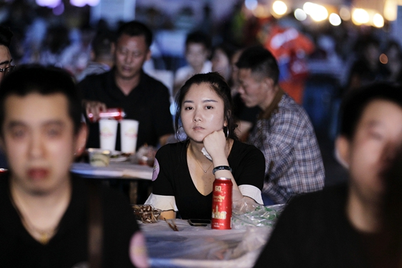 重庆首届球迷文化节开幕 世界杯怎能不去南滨路嗨起来