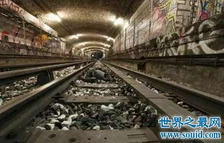 诡异事件之一辆迎面而来的幽灵火车瞬间消失了
