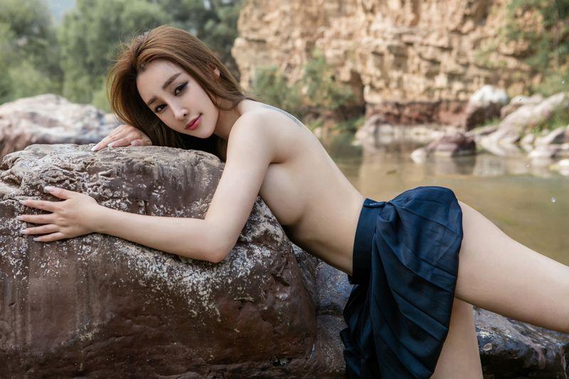 美女溪甜 性感外拍各种姿势各种迷人
