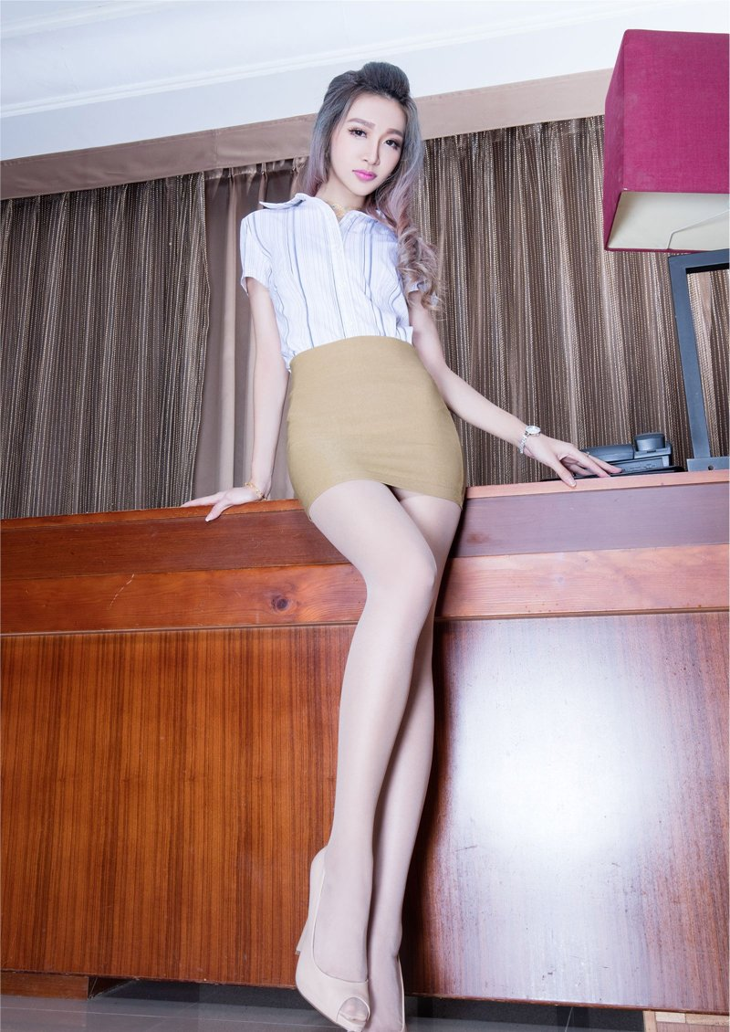 紧臀短裙长腿美女Susan肉丝高跟撩人写真