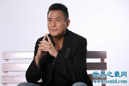 香港男明星高大帅气 引无数少女竟折腰