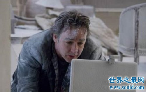 惊悚电影1408幻影凶间 恐怖密室中发生的故事(www.souid.com)