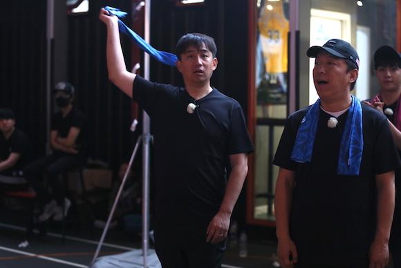 """《极限挑战》""""极挑团""""乔装出街 体会上海的""""夜生活"""""""