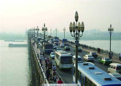 南京长江大桥白玉兰灯10月重新亮起