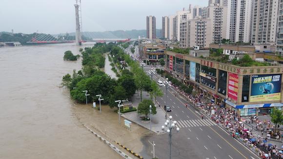 加强带电力设施特巡 组织复电抢修 国网重庆电力积极应对洪水过境