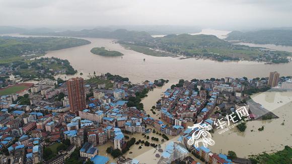 华龙航拍|俯瞰被洪水包围的合川太和镇