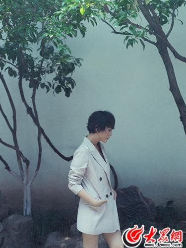 海清登杂志封面 重踏甘家大院寻梦南京