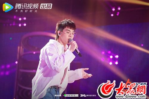 《明日之子2》选手讲述青春故事 吴青峰:希望他们为迷茫的人建造出口