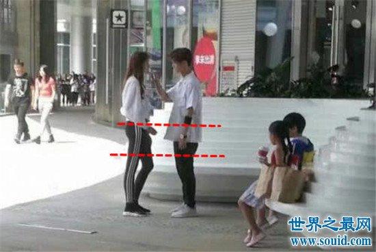 鹿晗身高曝光,和曾志伟合影踮脚(真实身高不到178)(www.souid.com)