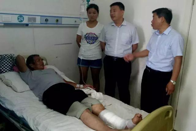 临漳单身男子因无钱治疗腿部伤口化脓生蛆 险被截肢