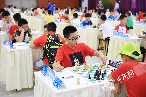 重庆首届智运会国象比赛先行 近200名选手进行对决
