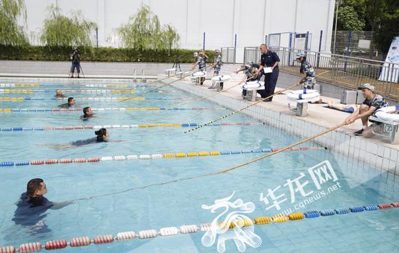"""重庆警方""""平安课堂""""暑期班开课了 民警支招防溺水"""