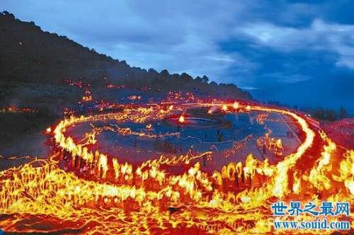 火把节是哪个民族的彝族白族都非常的盛行