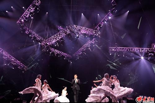 黎明东莞首次开唱  遇二十年歌迷求婚礼祝福