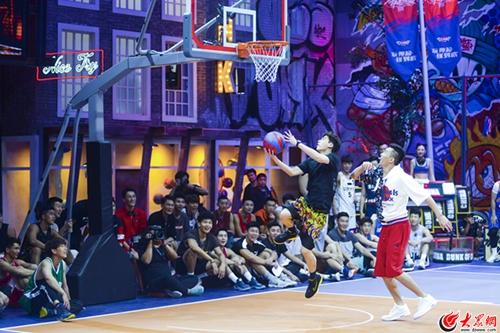 李易峰综艺首秀《这就是灌篮》  以球会友诠释篮球魅力