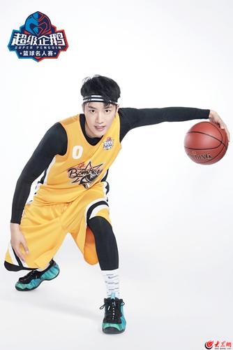 王燕阳超级企鹅篮球名人赛 变身篮球少年大展球技
