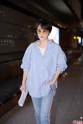 海清老爹风演绎机场时尚 夏日这样穿时髦又吸睛