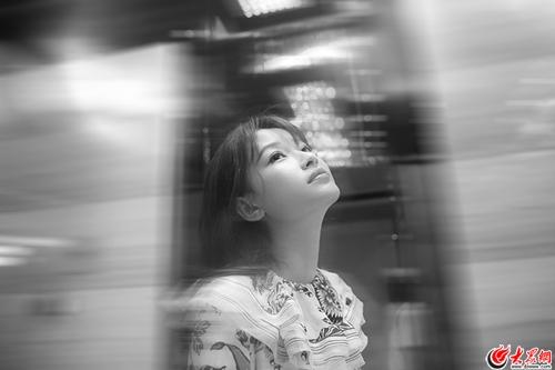 孙怡出席时尚活动   化身花仙子灵动浪漫