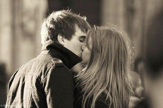 男女接吻图片大全_我明白你需要的那一切