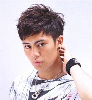 韩国男生碎刘海发型 男中学生碎刘海发型