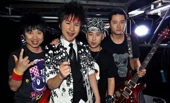 曾经叱咤风云的花儿乐队,如今四位成员现状如何呢
