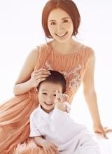 杨童舒亲子写真 浪漫长裙依旧辣妈