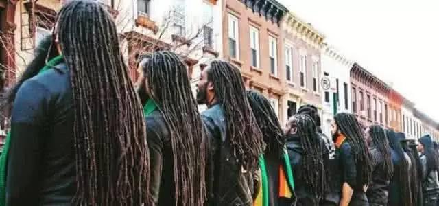 非洲人的小脏辫,是扎一次就不拆吗?洗头发怎么办啊?