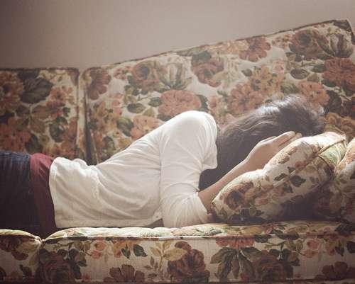 优雅睡姿唯美女生图片,找一棵树静静的躺下