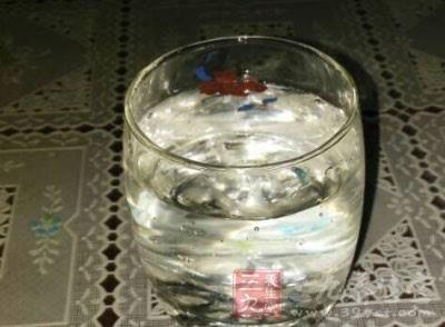 喝多少水会水中毒 喝水的正确方式
