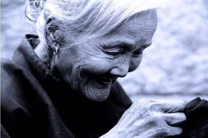 最感人的文章 最感人文章:《母亲在世的最后三年》,看哭了