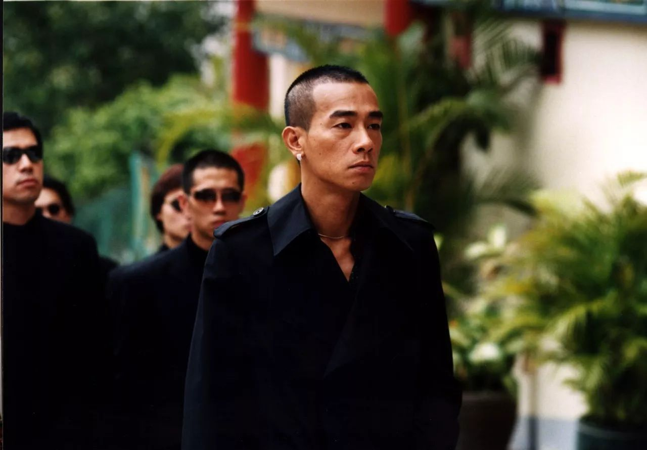 香港四大家族黑帮 香港黑帮四大家族,其中两个老大都是明星,出演过古惑仔、赌神