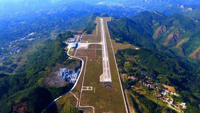 中国最危险的机场 中国最危险的机场,跑道又短又窄还建在悬崖边上