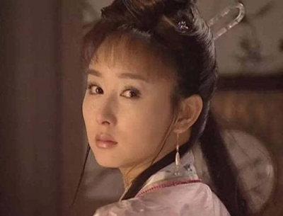 胡静的脸 胡静的脸越来越僵了,然而我只记得她年轻时有多美