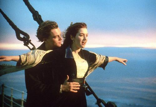 泰坦尼克男主角 泰坦尼克号男女主角终于在一起了,只是画面不忍直视,打一省会