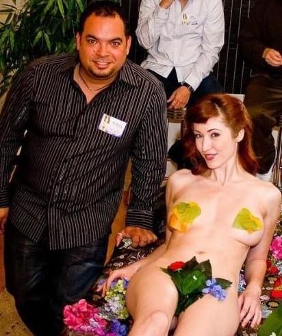 日本女人阴道 揭秘日本女体盛 女人下身赤裸吸引外国游客